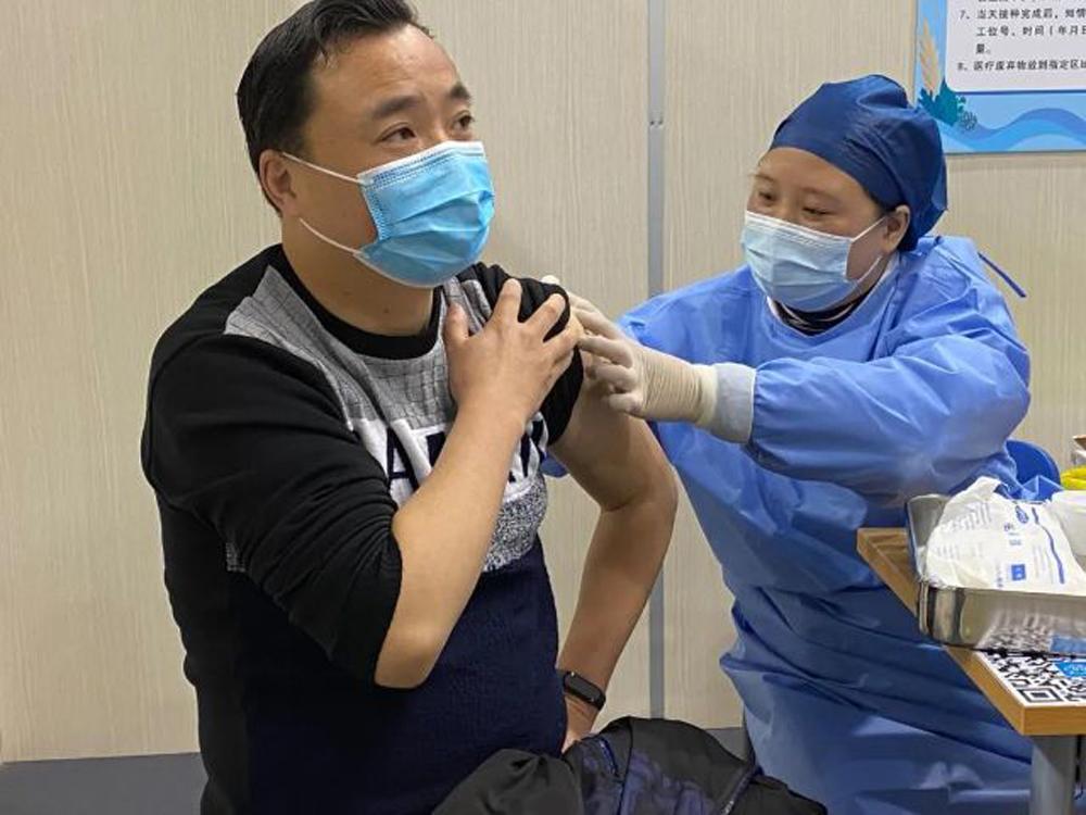 金山区加快实施新冠疫苗接种工作